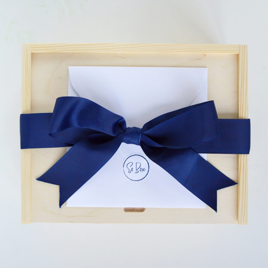 dark blue box granat gift box
