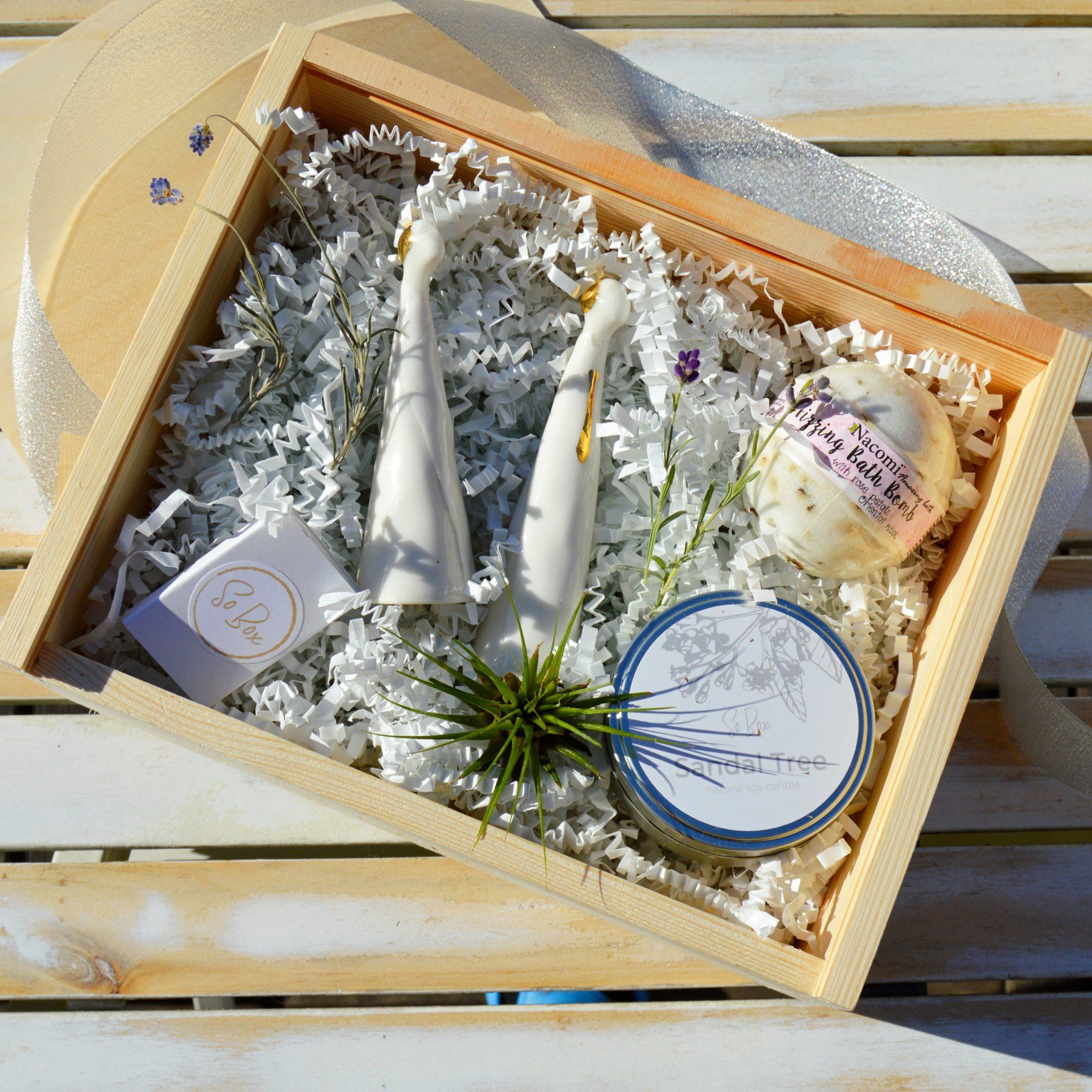 pomysł na prezent ślubny zestaw prezentowy dla nowożeńców