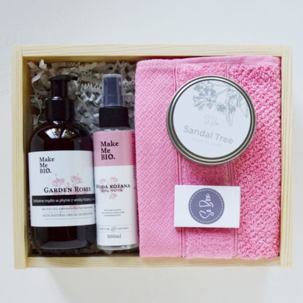 różany box prezentowy dla niej na urodziny, prezent pod choinkę, na walentynki