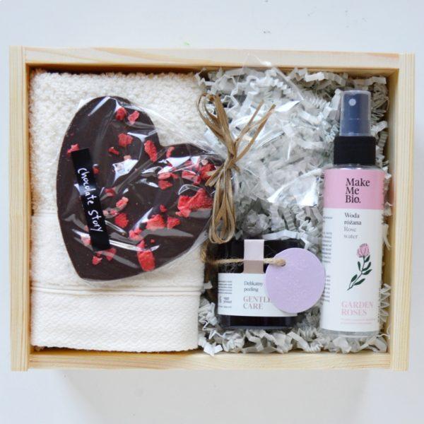 pomysł na prezent dla niej prezent na walentynki czekoladowe serce zestaw prezentowy box
