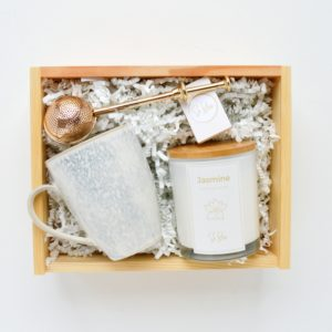 zestaw prezentowy kubek i świeca na prezent zaparzacz bloomingville