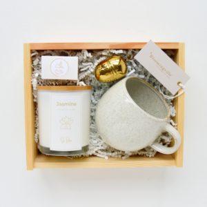 sojowa świeca zapachowana na prezent bez parafiny w zestawie z kubkiem bloomingville