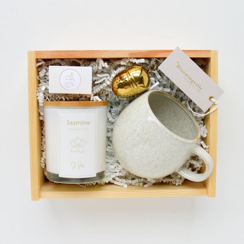 sojowa świeca zapachowana na prezent bez parafiny w zestawie z kubkiem bloomingville pomysł na prezent dla szefa