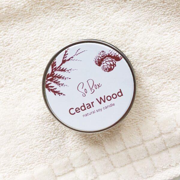 świeca sojowa cedar wood o zapachu drzewa cedrowego na prezent